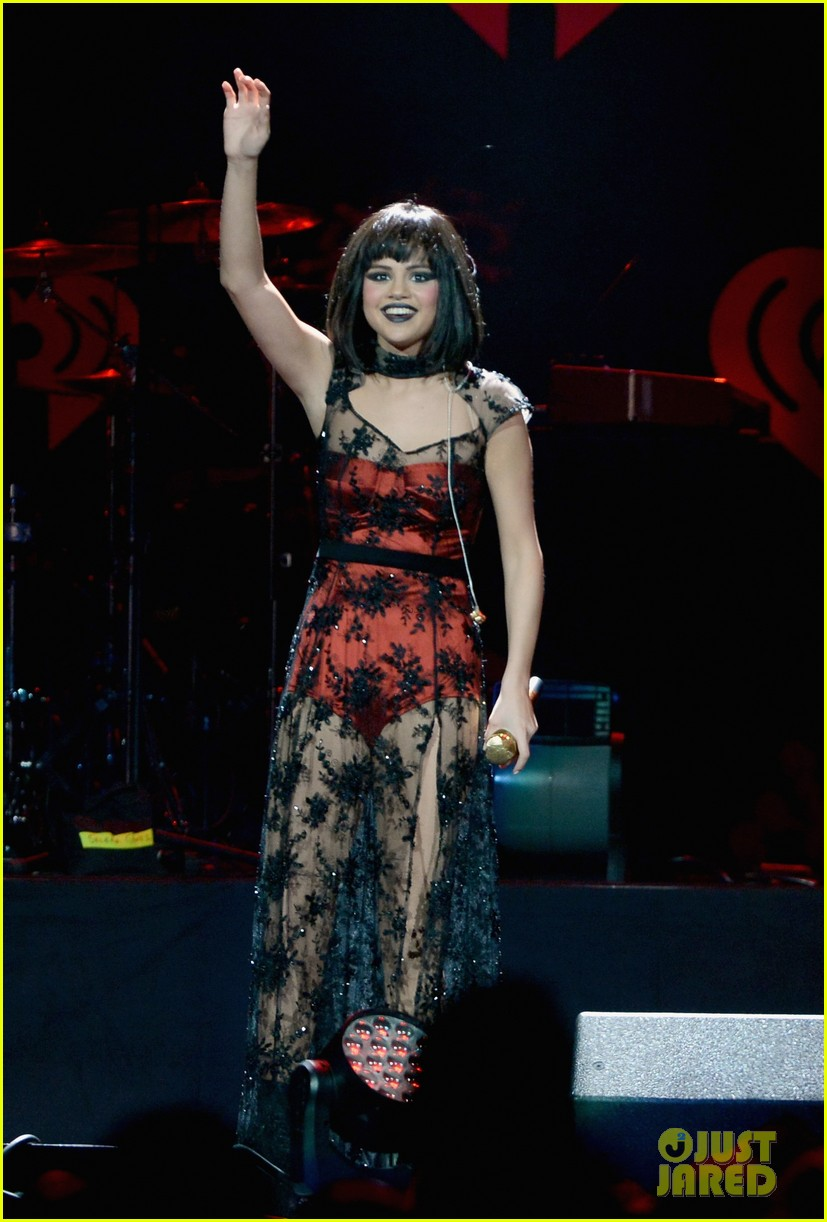selena gomez goes gothic chic for kiis fm jingle ball 2013 033006881