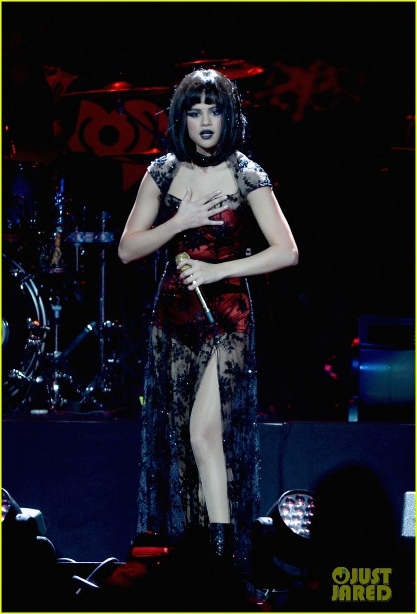 selena gomez goes gothic chic for kiis fm jingle ball 2013 183006896