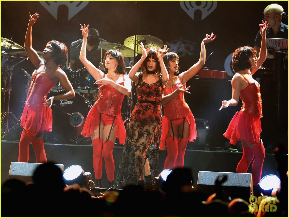 selena gomez goes gothic chic for kiis fm jingle ball 2013 213006899