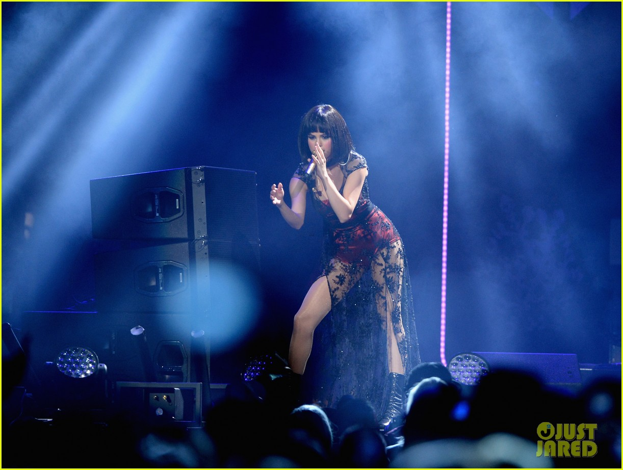 selena gomez goes gothic chic for kiis fm jingle ball 2013 253006903