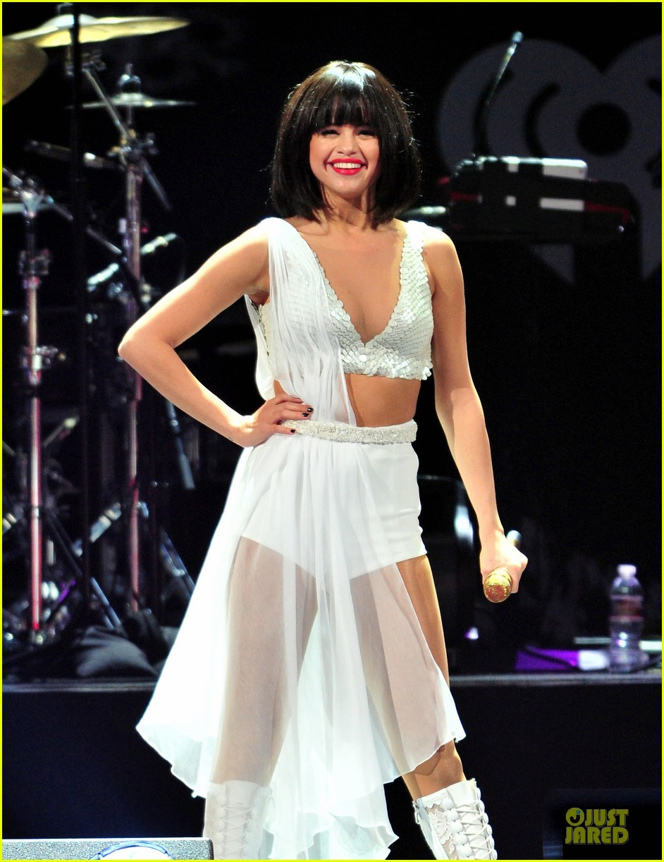 selena gomez sports wig for 1061 kiss fm jingle ball 043003942