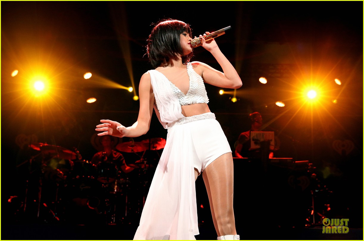 selena gomez sports wig for 1061 kiss fm jingle ball 163003954