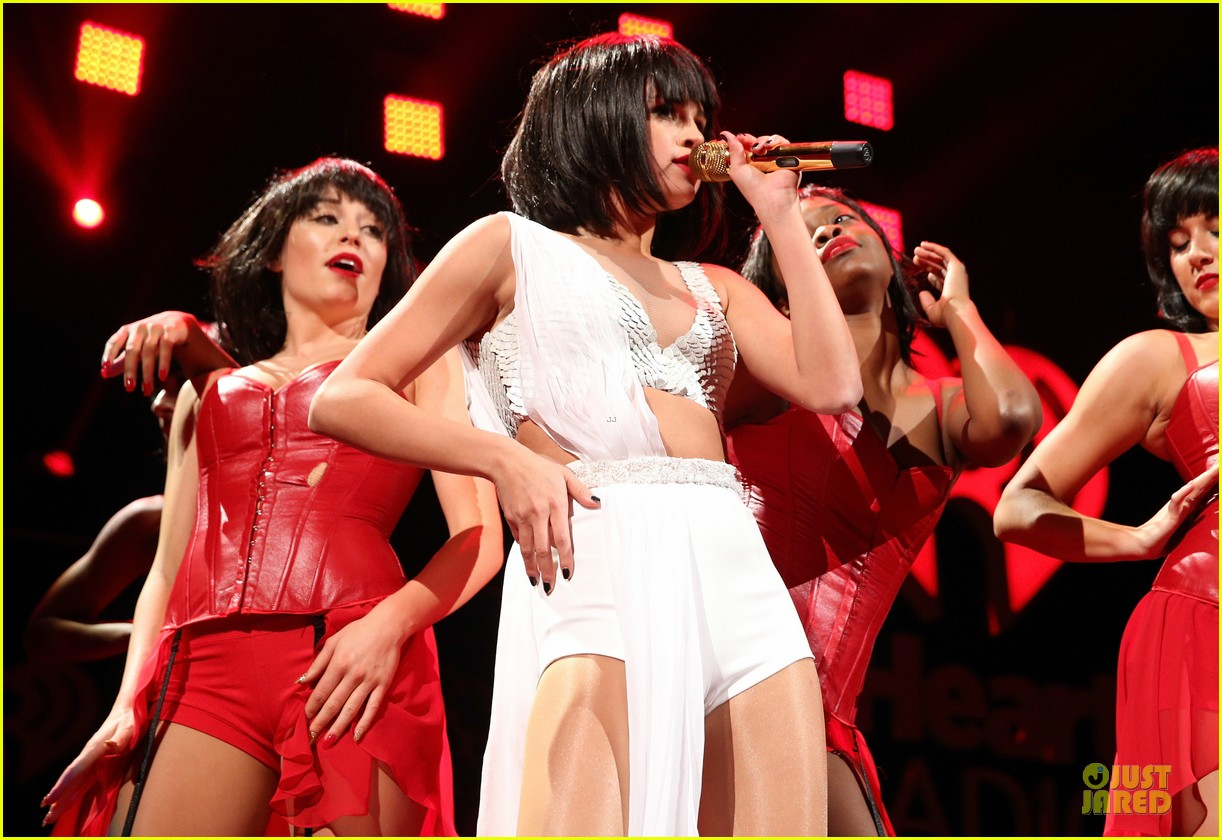 selena gomez sports wig for 1061 kiss fm jingle ball 183003956