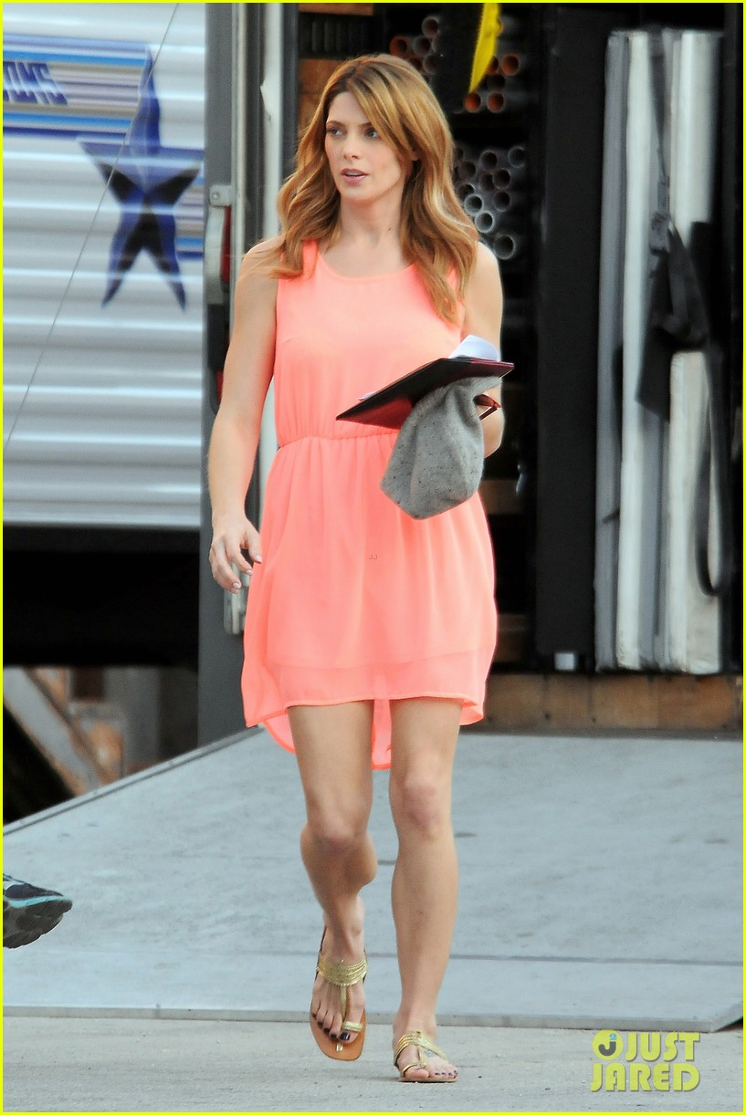 ashley green wears little pink dress for burying the ex 013005567