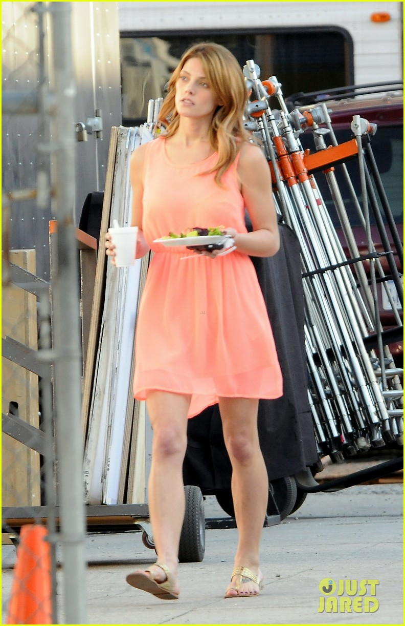 ashley green wears little pink dress for burying the ex 04