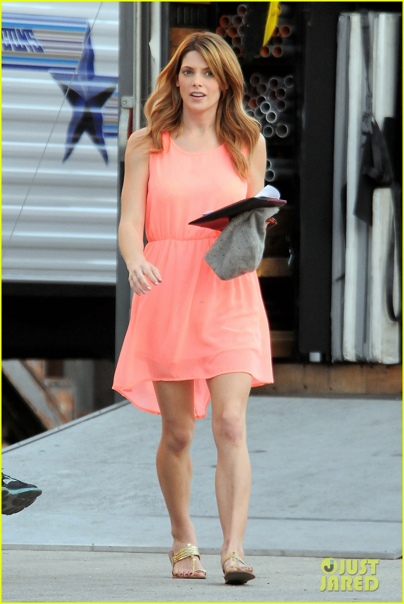 ashley green wears little pink dress for burying the ex 06