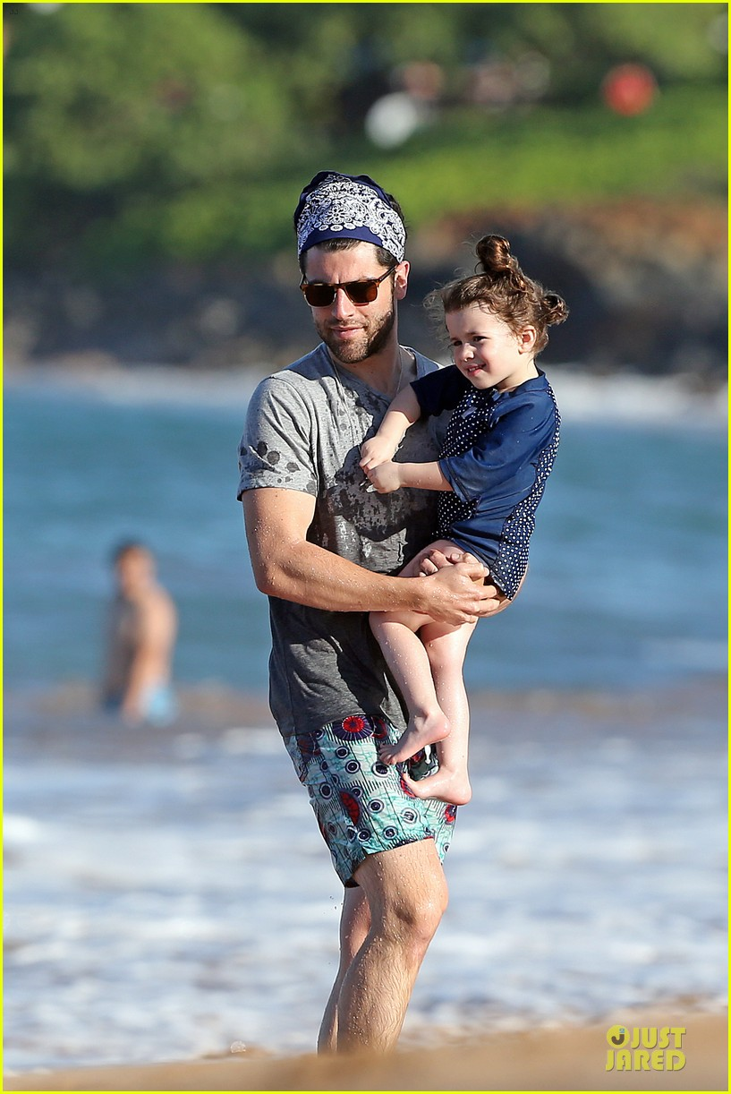 max greenfield shirtless vacation with bikini clad wife tess 163020282