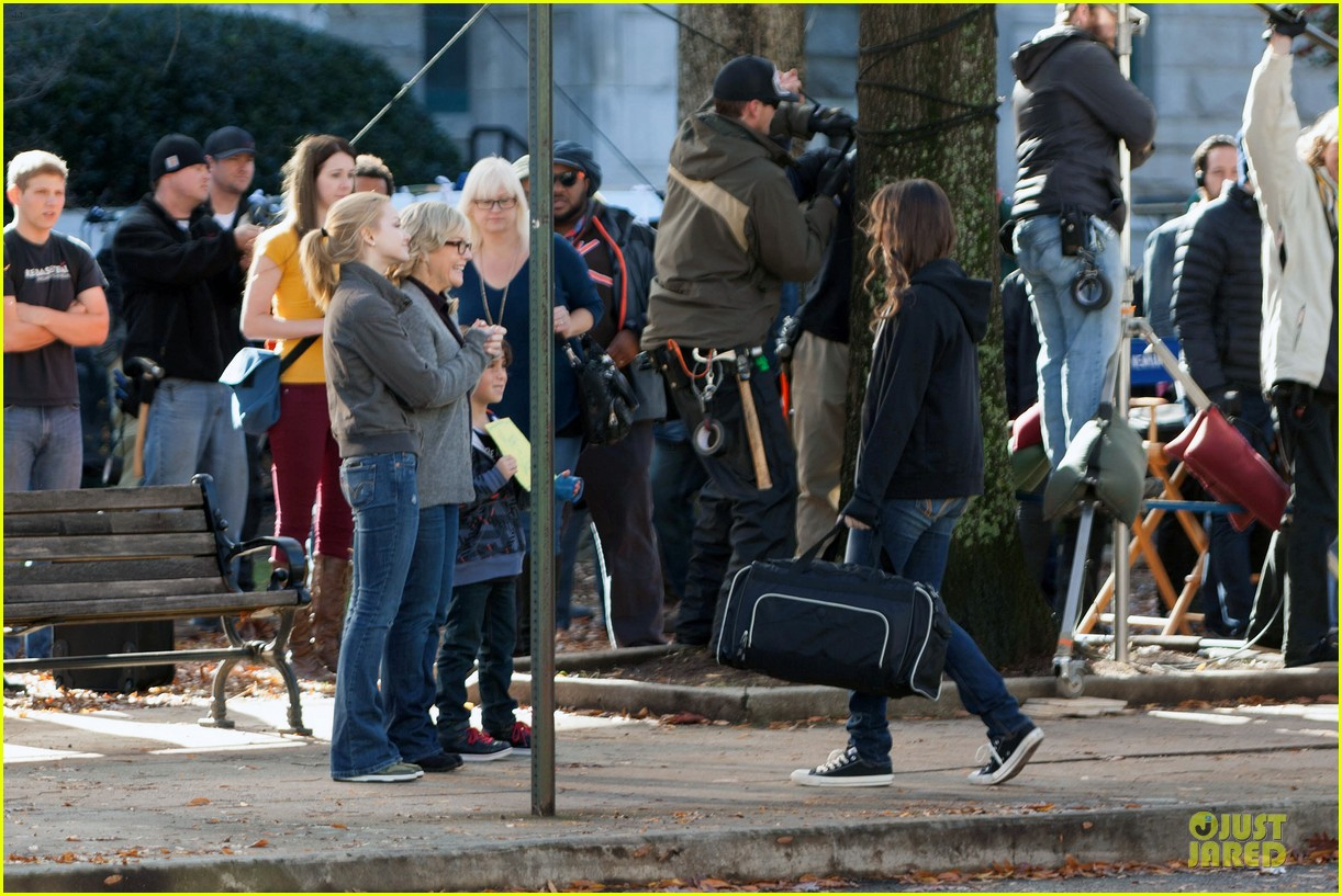 hailee steinfeld wrapping up barely lethal filming 033010199