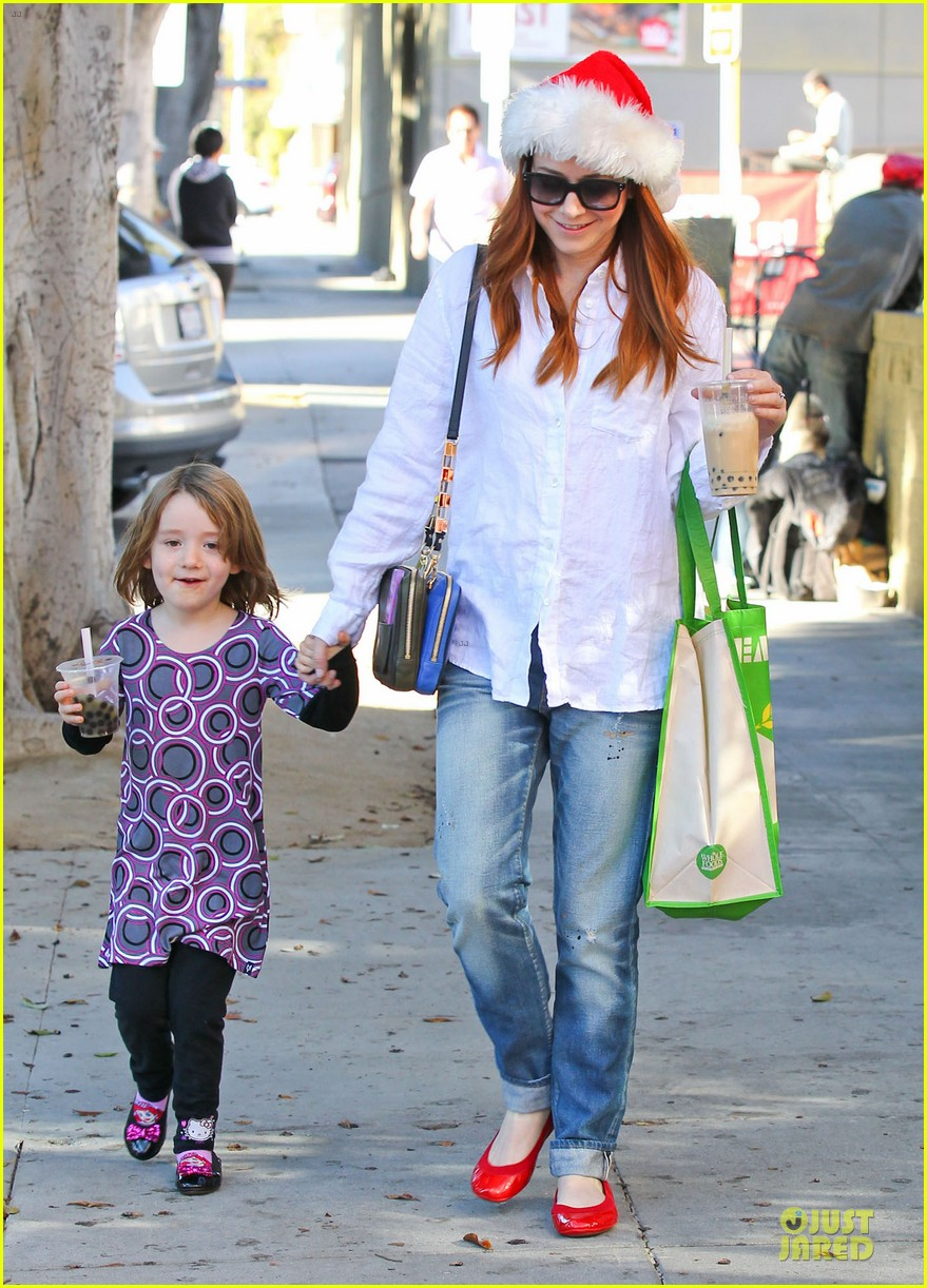 alyson hannigan sports santa hat on christmas eve 013017356