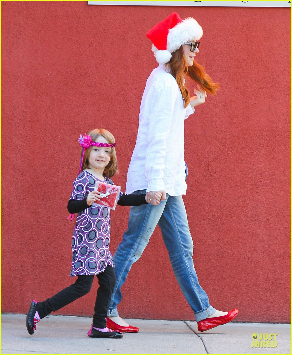 alyson hannigan sports santa hat on christmas eve 033017358