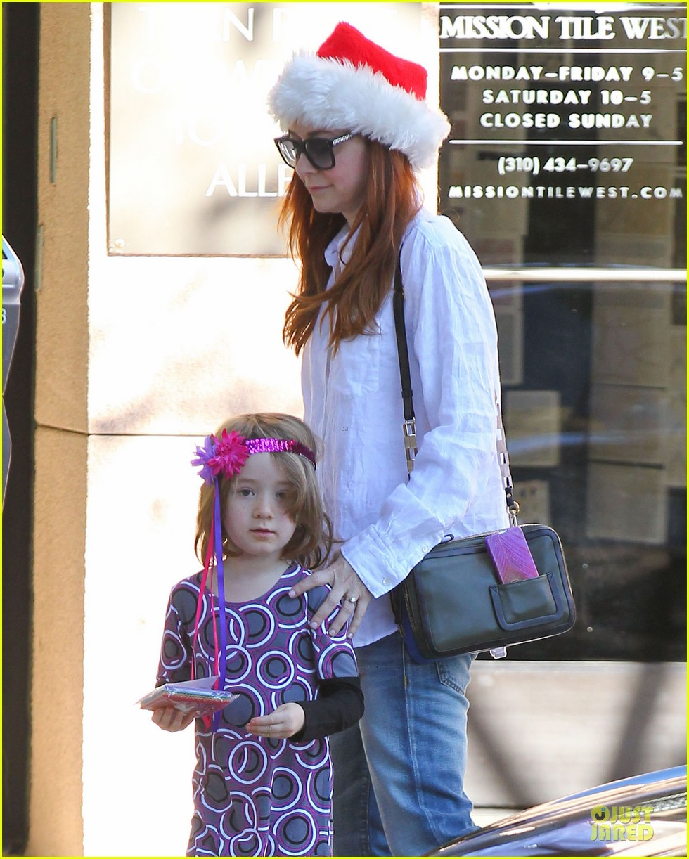 alyson hannigan sports santa hat on christmas eve 043017359