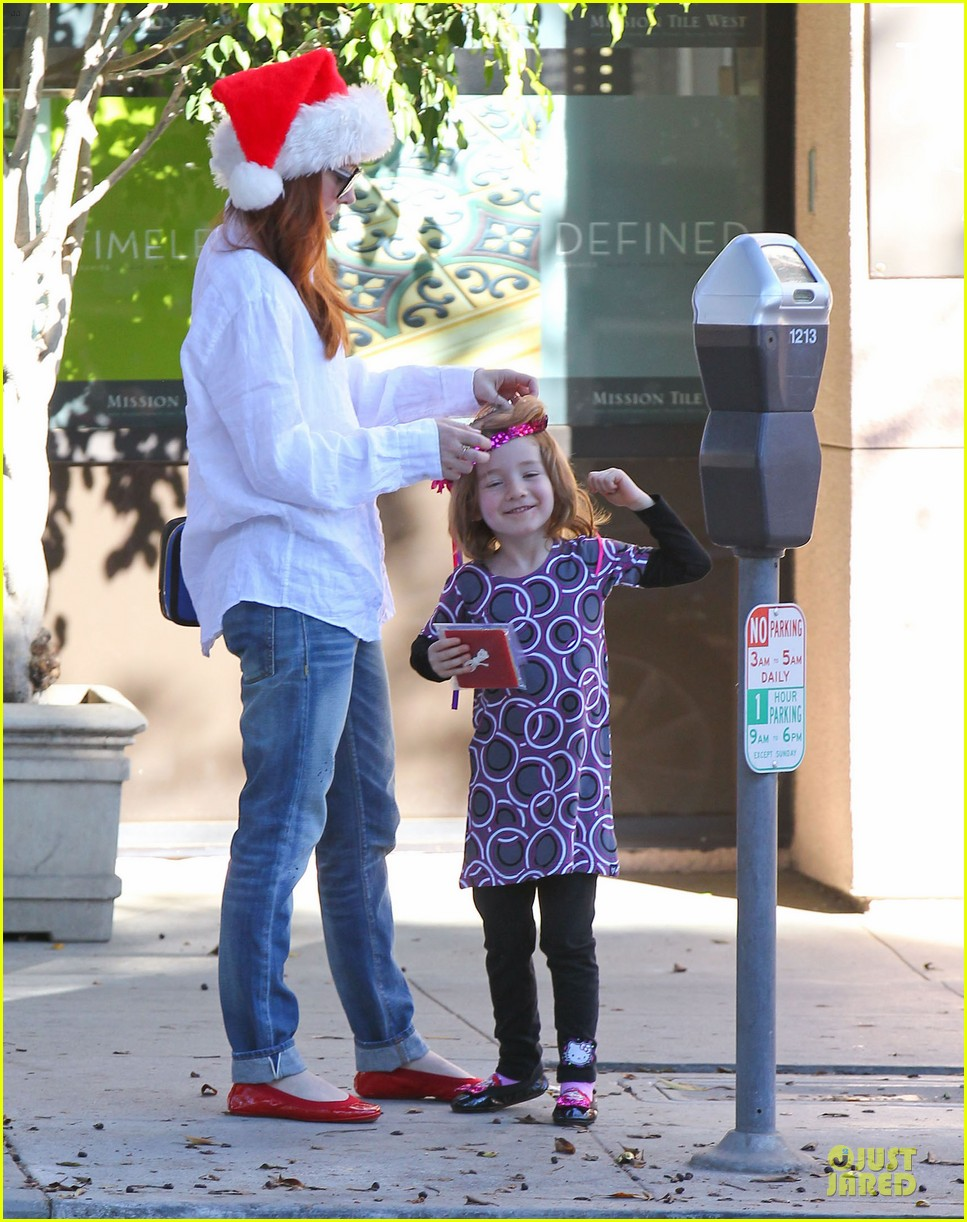 alyson hannigan sports santa hat on christmas eve 073017362