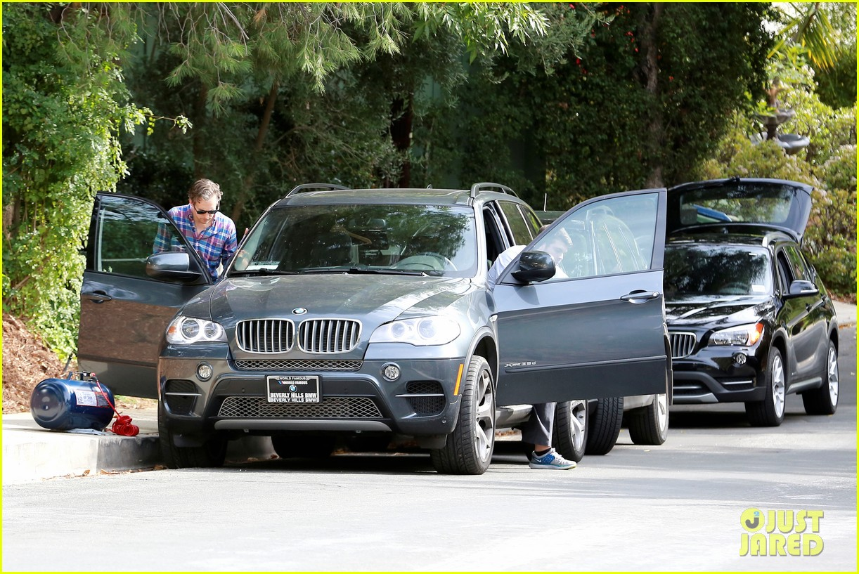 anne hathaway adam shulman flat tire after meal 173004175