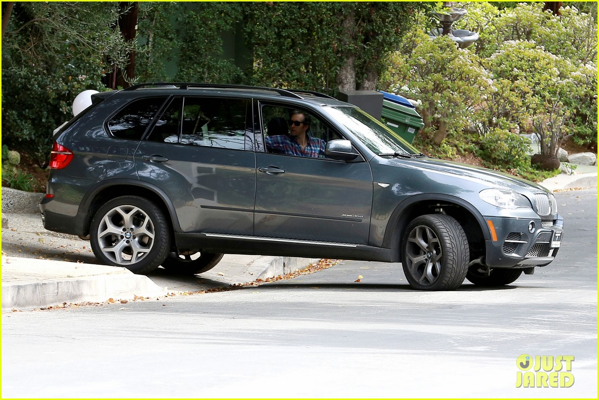 anne hathaway adam shulman flat tire after meal 193004177