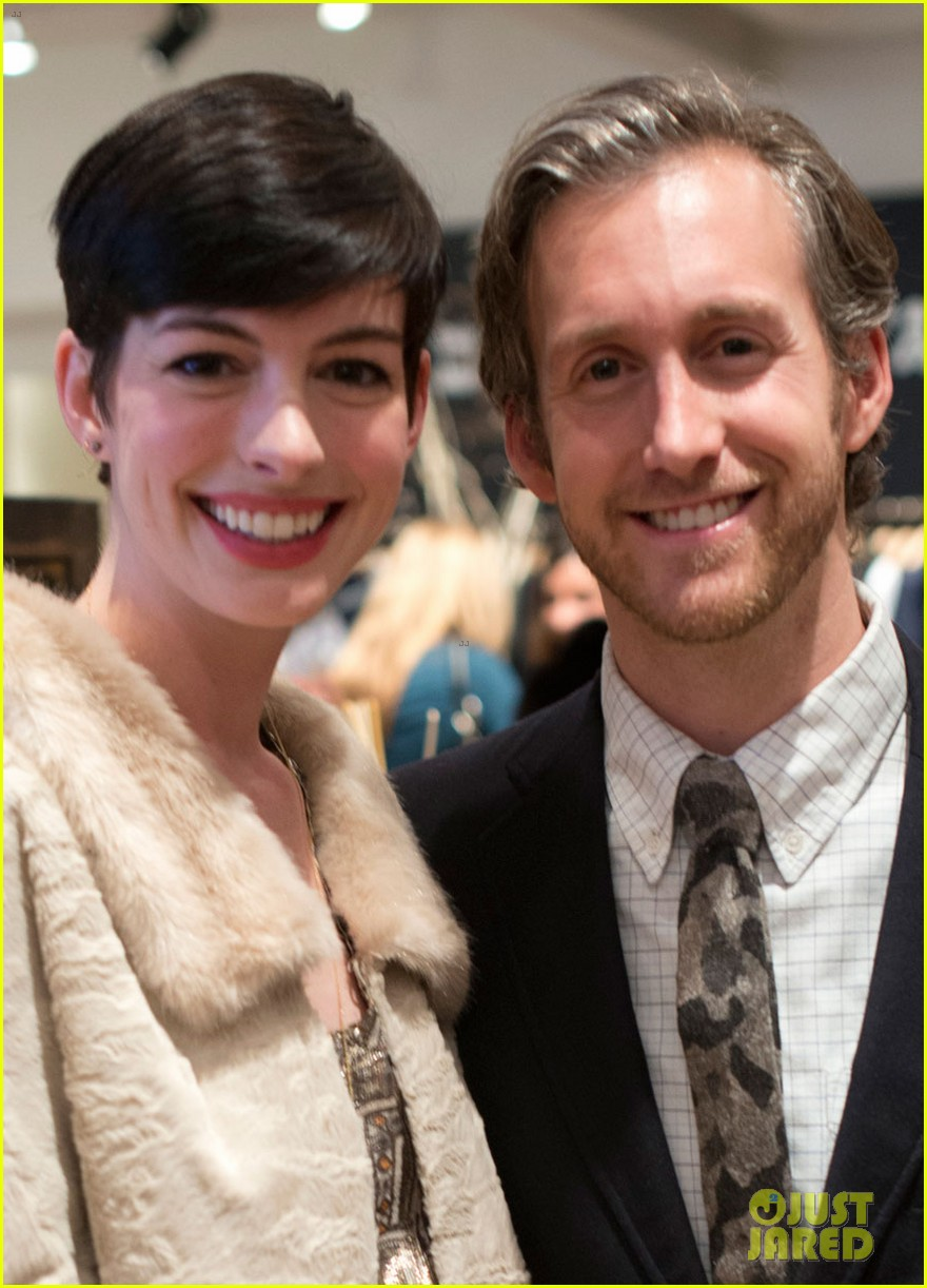 anne hathaway is a supportive wife at husband adam shulmans jewelry launch 01