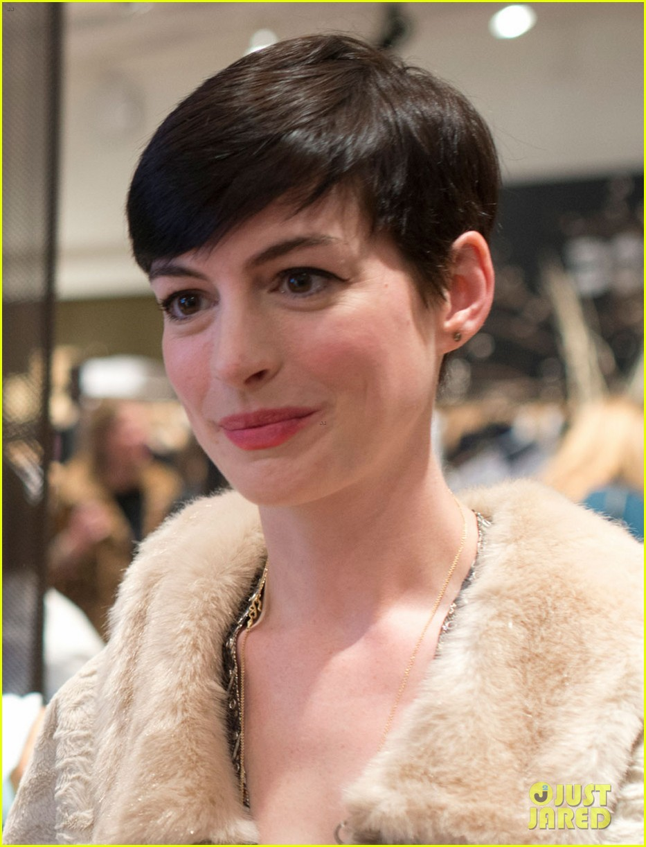 anne hathaway is a supportive wife at husband adam shulmans jewelry launch 043010774