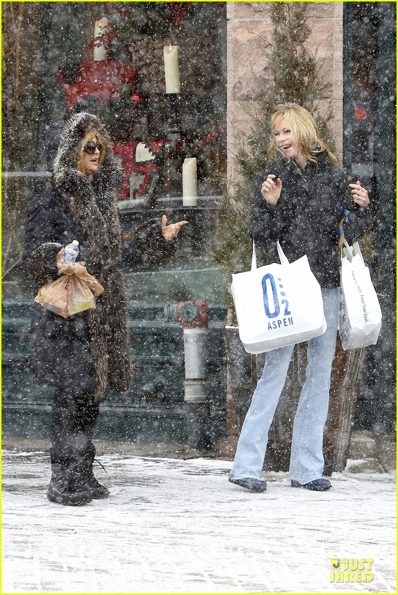 goldie hawn kurt russell aspen chat with melanie griffith 033017498