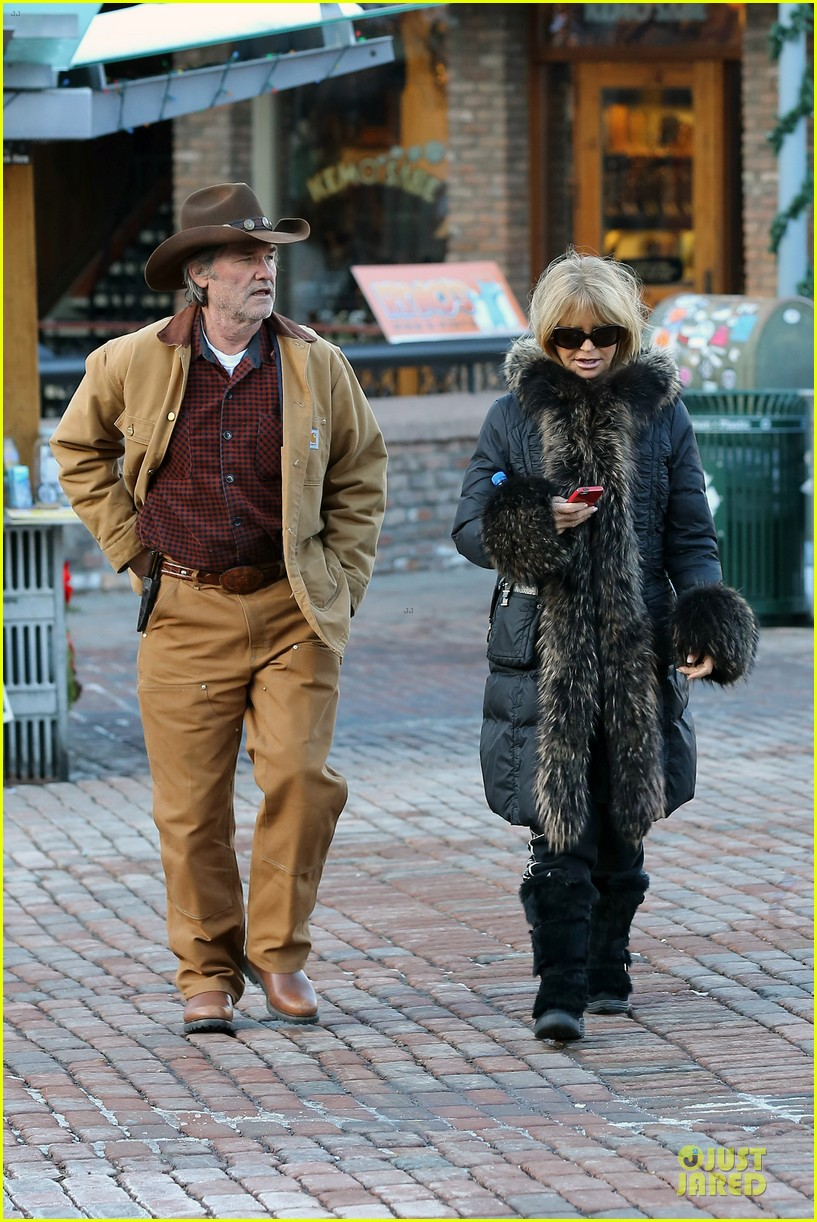 goldie hawn kurt russell aspen chat with melanie griffith 103017505