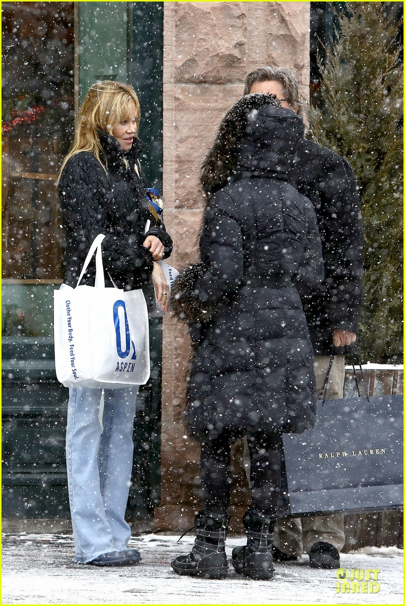 goldie hawn kurt russell aspen chat with melanie griffith 183017513