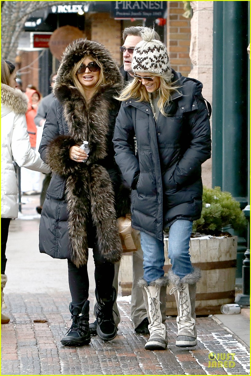 goldie hawn kurt russell aspen chat with melanie griffith 233017518