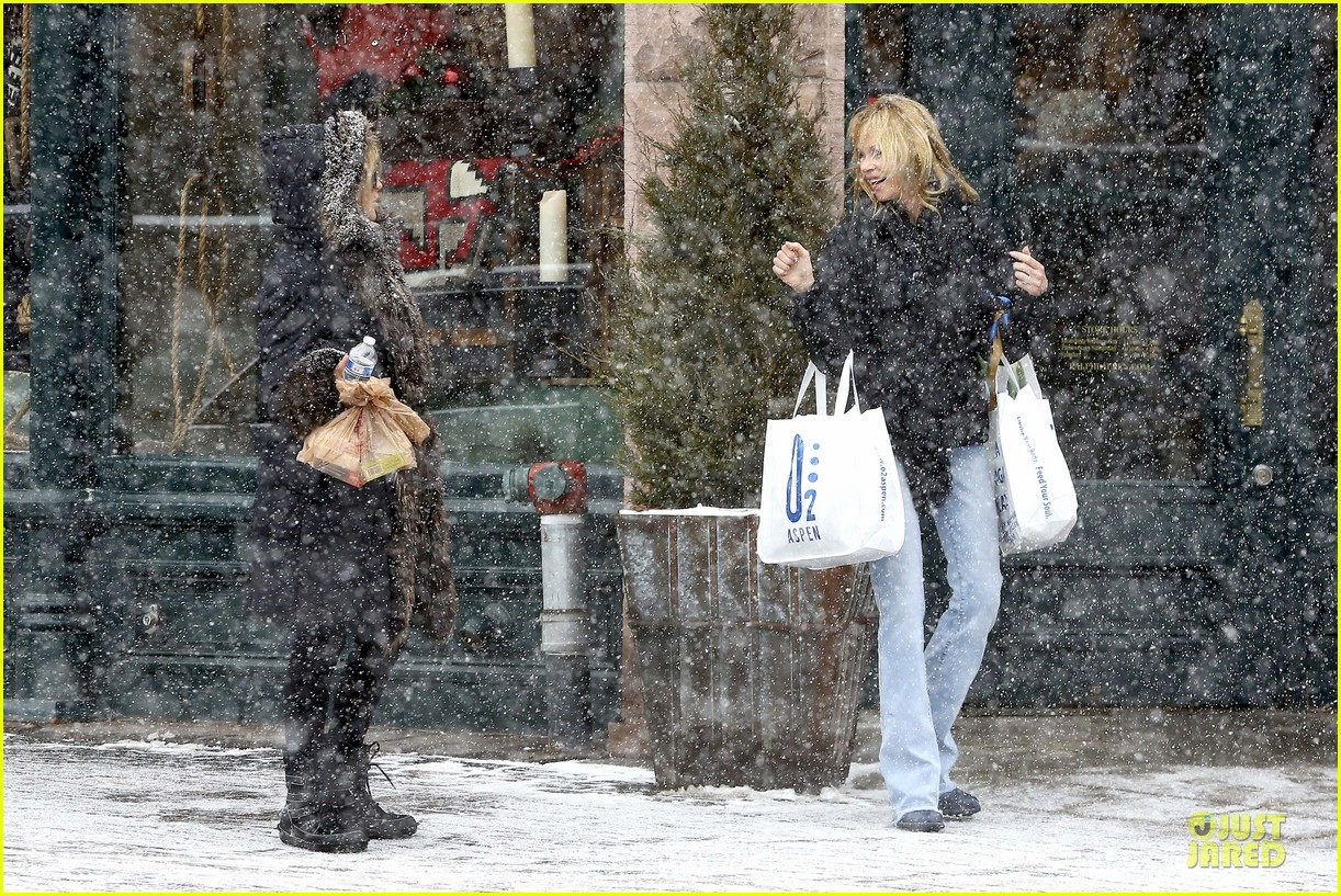 goldie hawn kurt russell aspen chat with melanie griffith 253017520