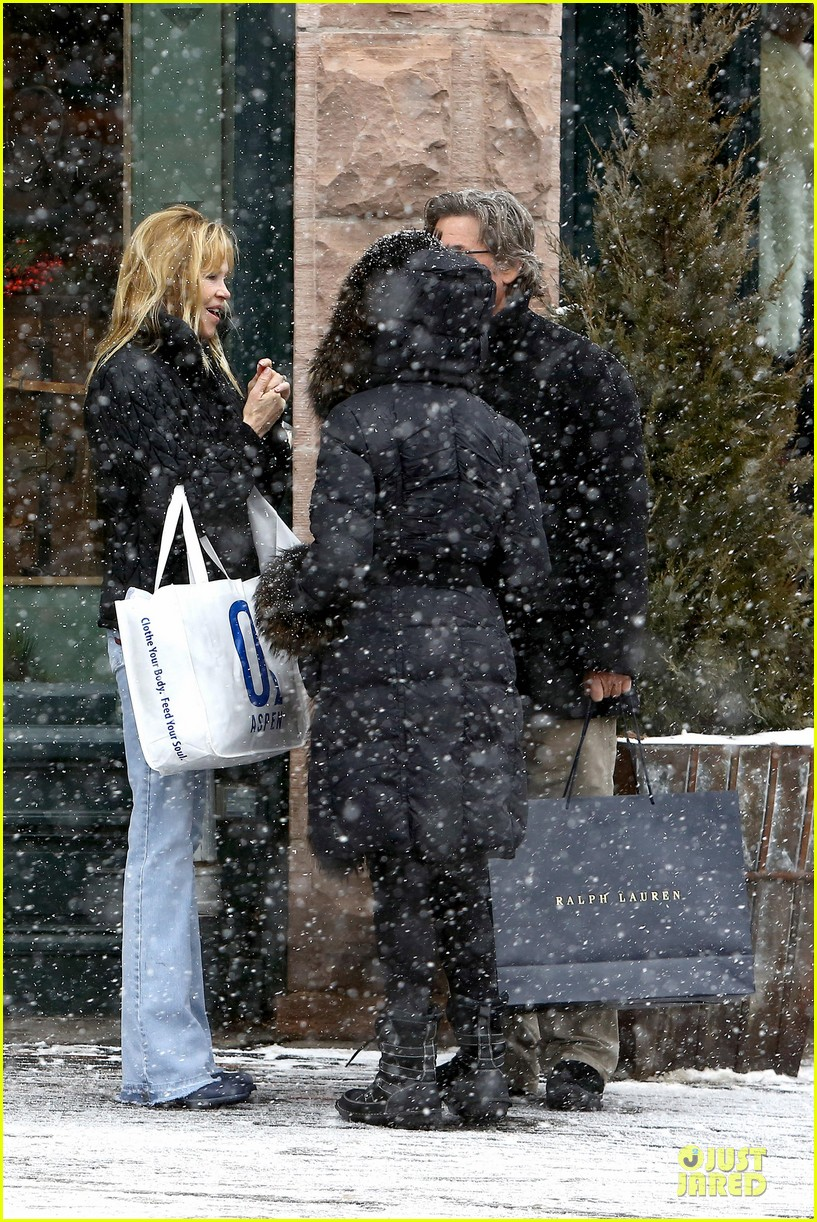 goldie hawn kurt russell aspen chat with melanie griffith 283017523