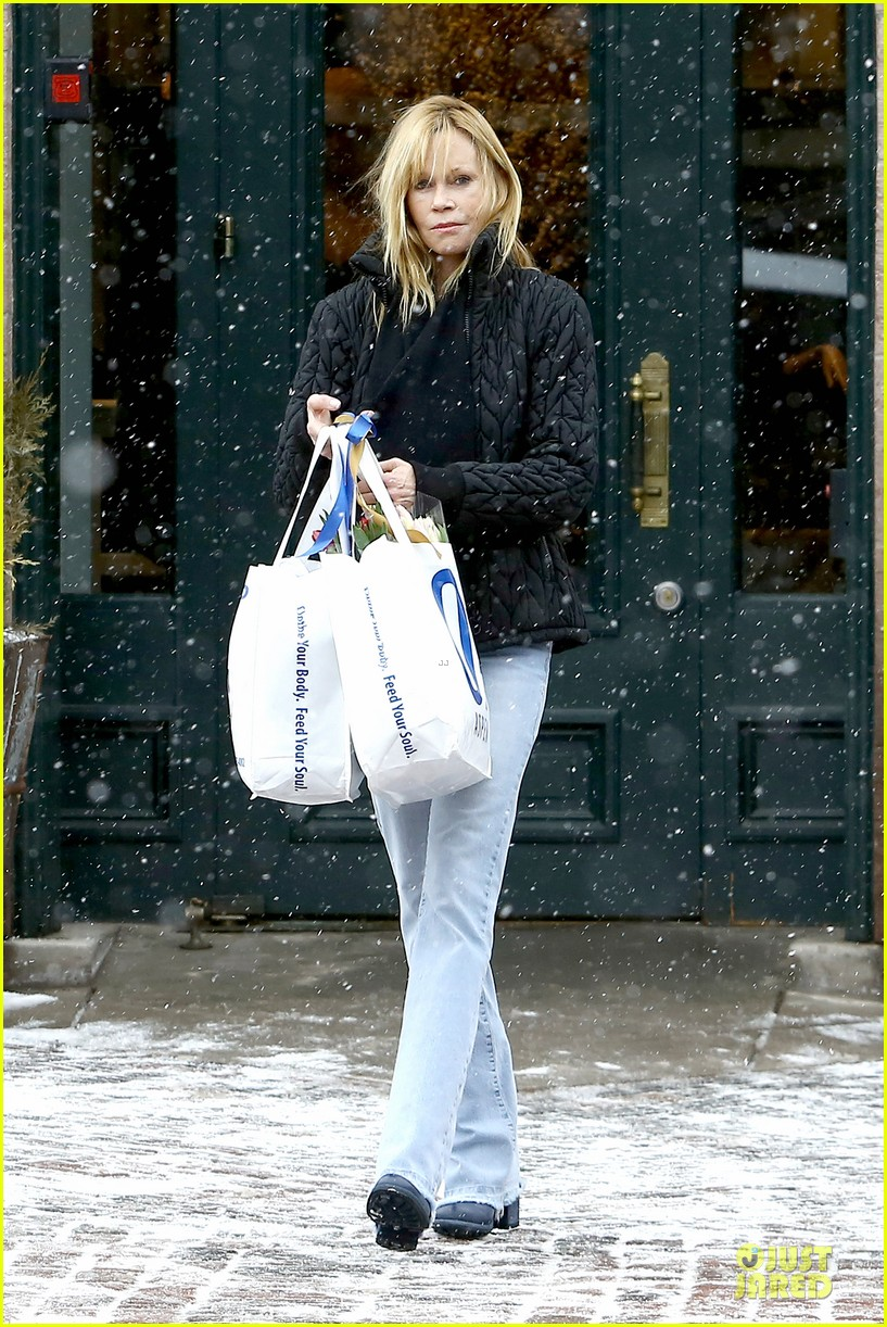 goldie hawn kurt russell aspen chat with melanie griffith 293017524