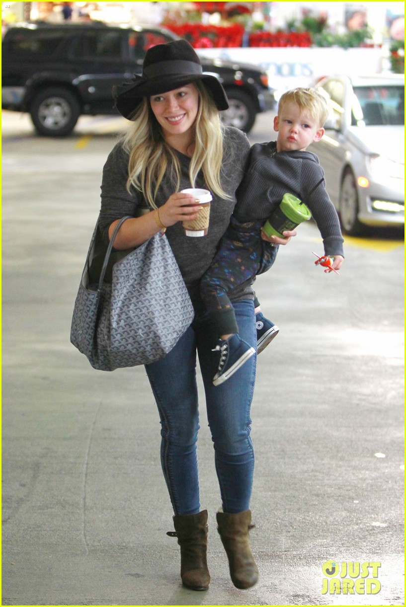 hilary duff busy weekend with her boys 013007789