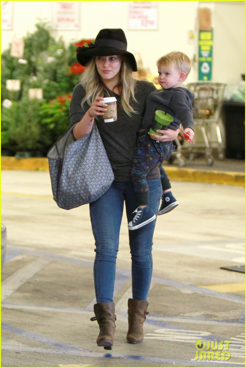 hilary duff busy weekend with her boys 073007795