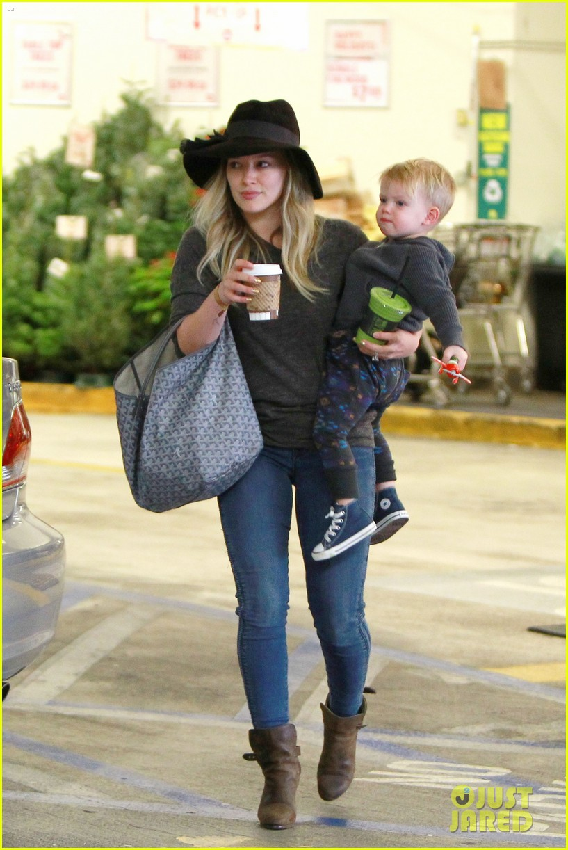 hilary duff busy weekend with her boys 083007796