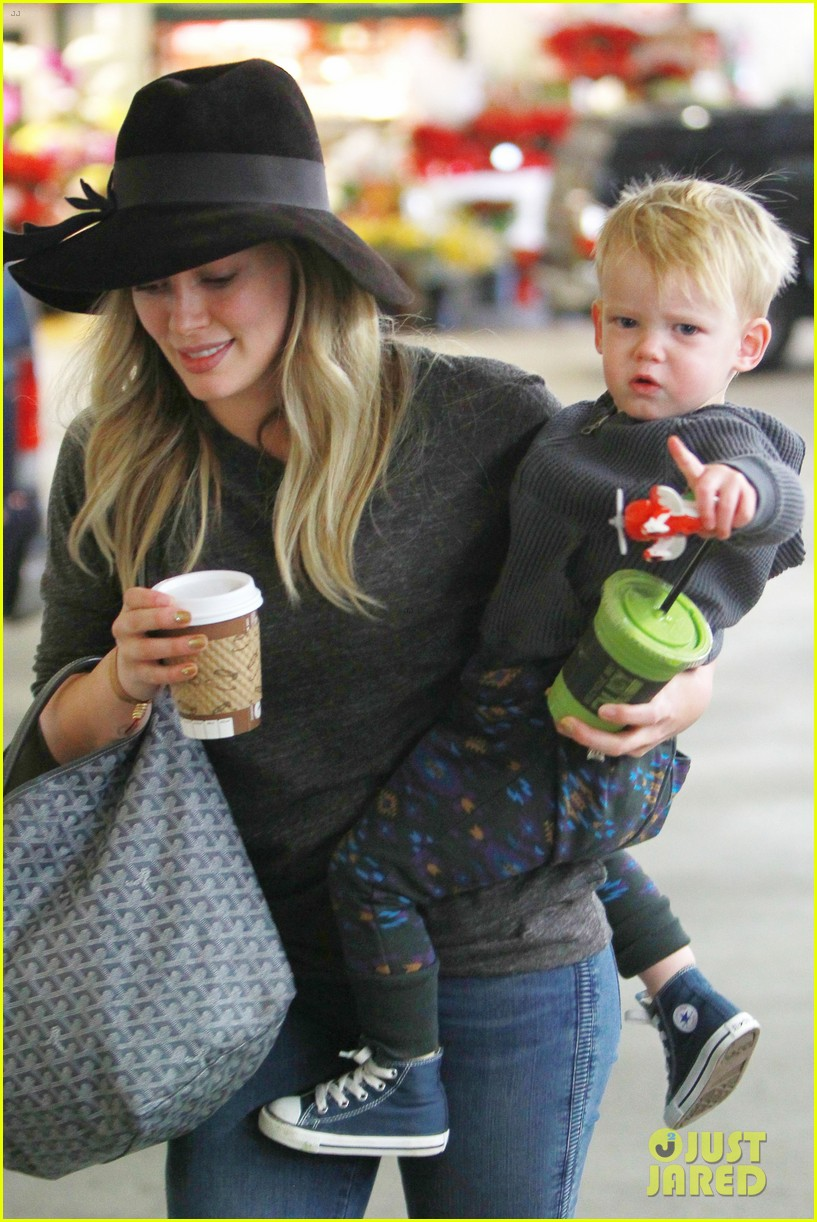 hilary duff busy weekend with her boys 103007798