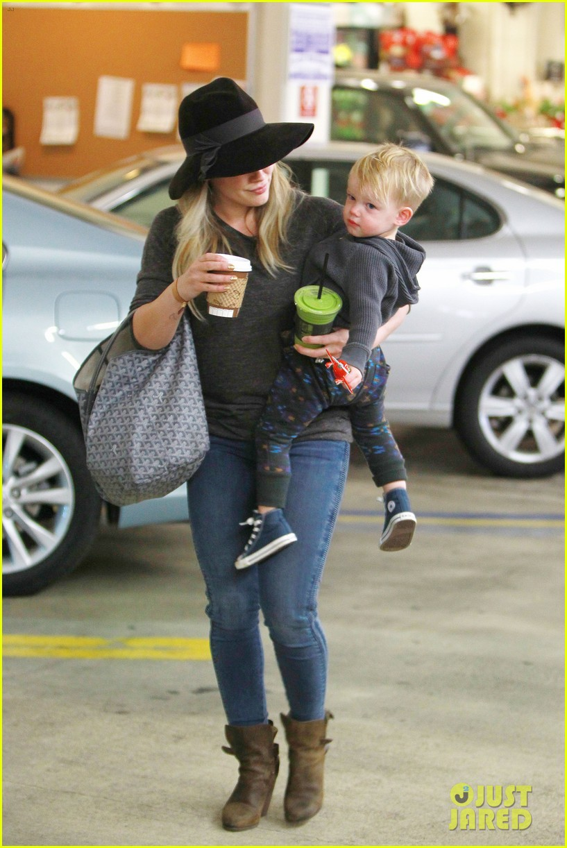 hilary duff busy weekend with her boys 143007802