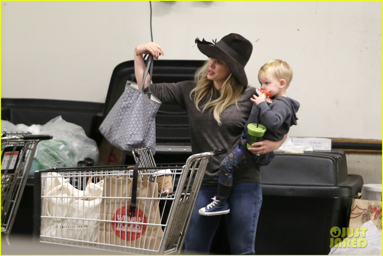 hilary duff busy weekend with her boys 163007804