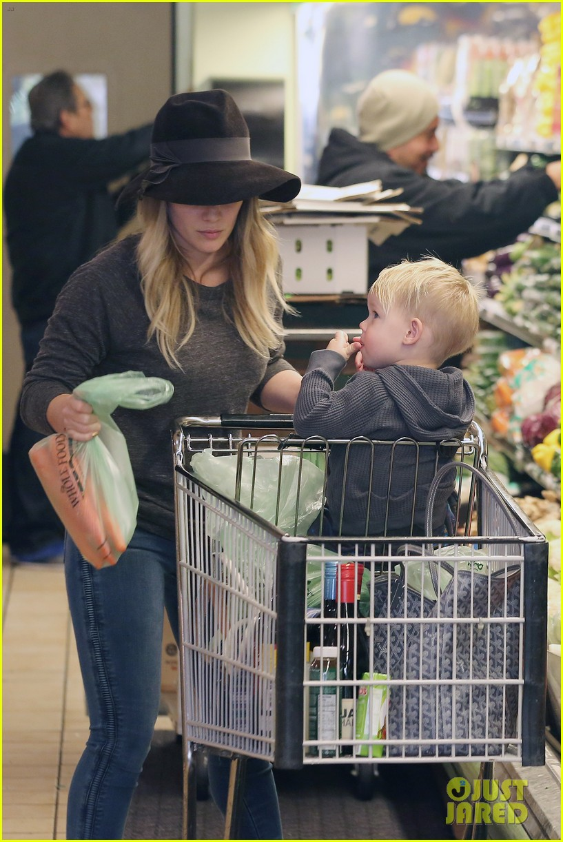 hilary duff busy weekend with her boys 193007807