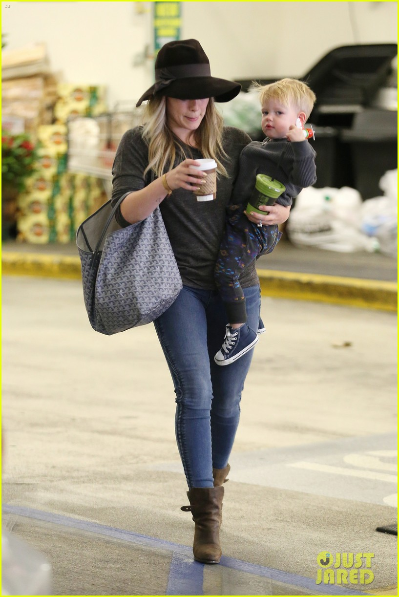 hilary duff busy weekend with her boys 203007808
