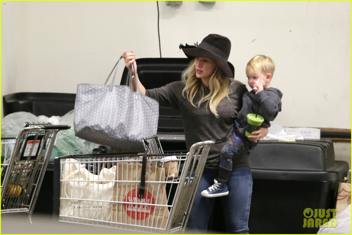 hilary duff busy weekend with her boys 21