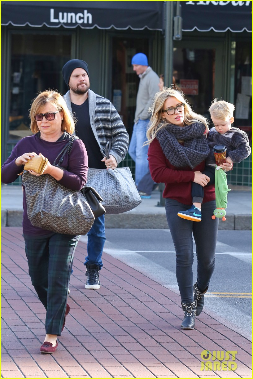 hilary duff busy weekend with her boys 253007813