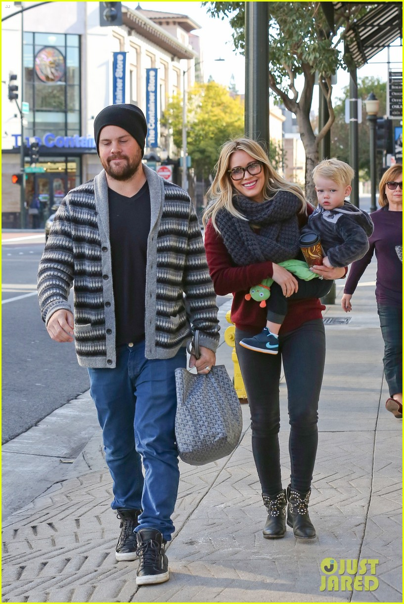 hilary duff busy weekend with her boys 263007814
