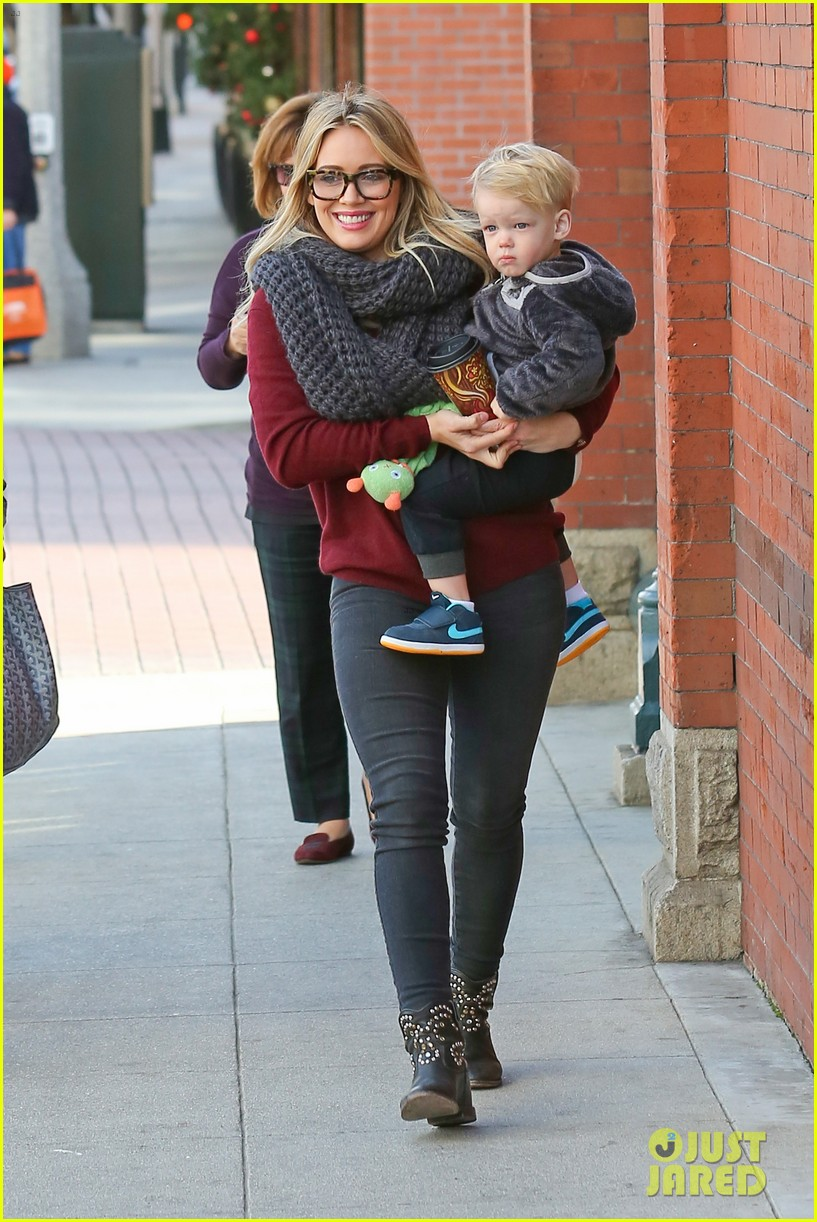 hilary duff busy weekend with her boys 273007815