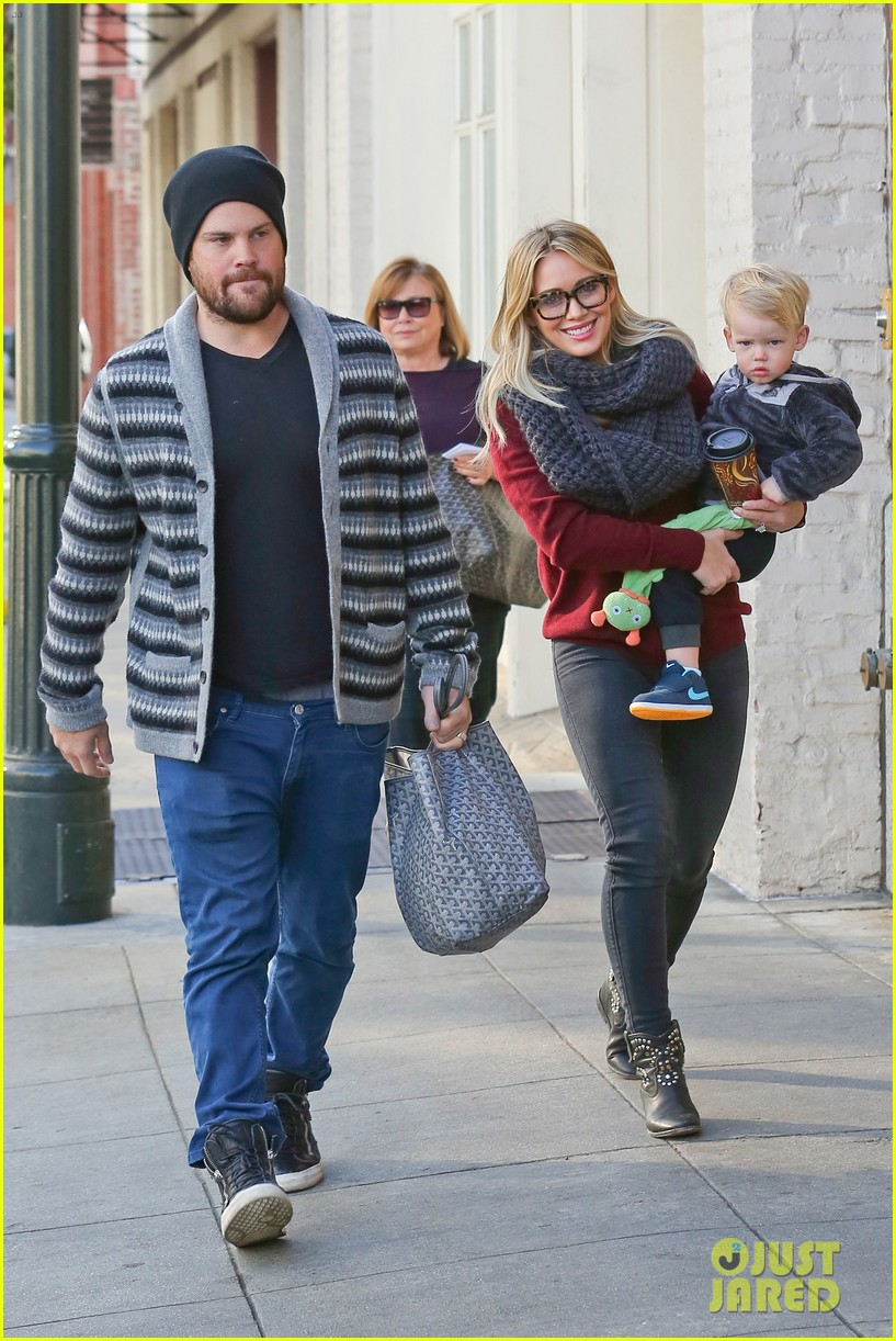 hilary duff busy weekend with her boys 283007816