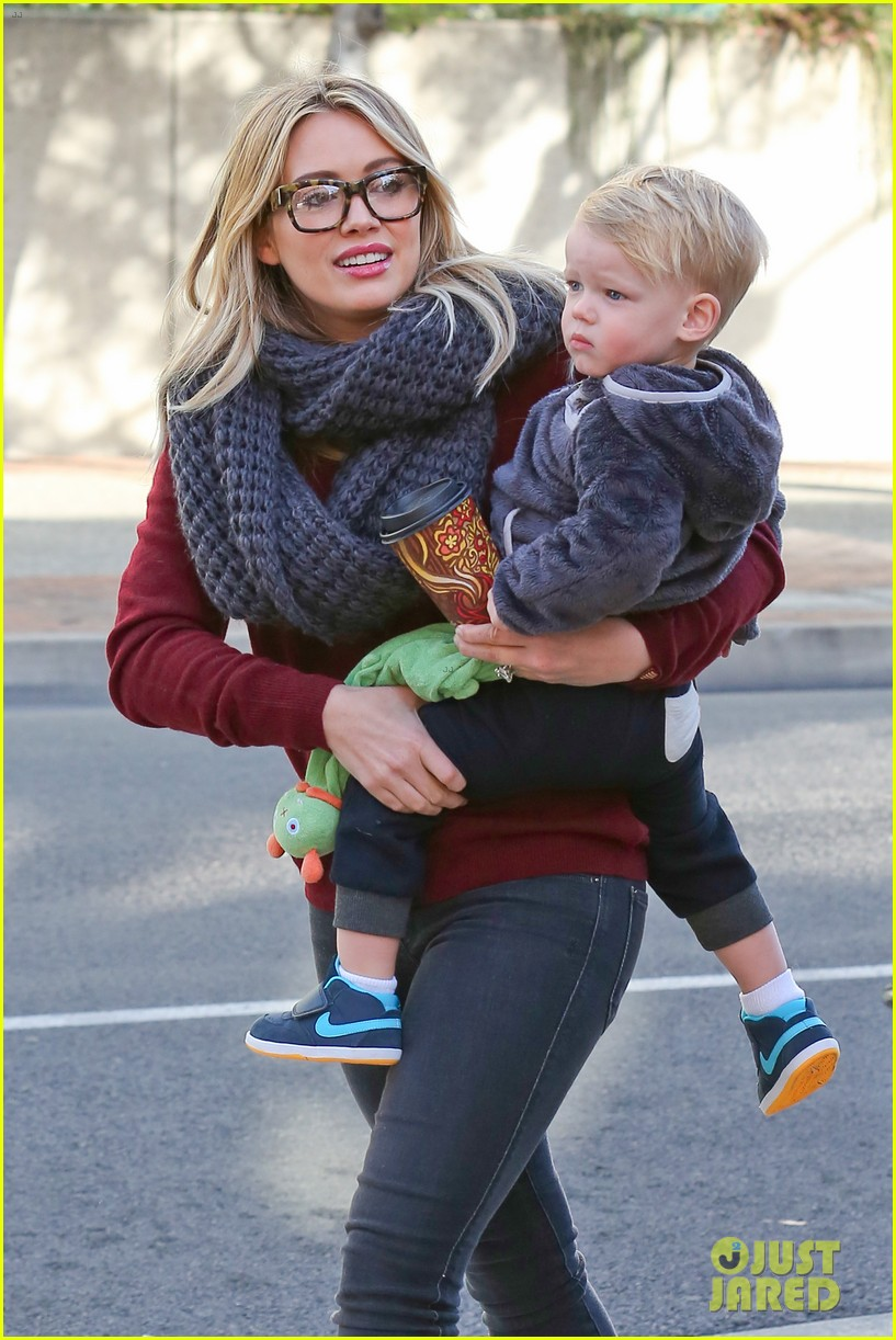 hilary duff busy weekend with her boys 293007817