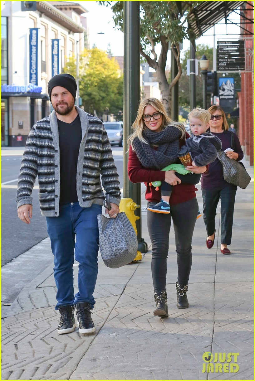 hilary duff busy weekend with her boys 303007818