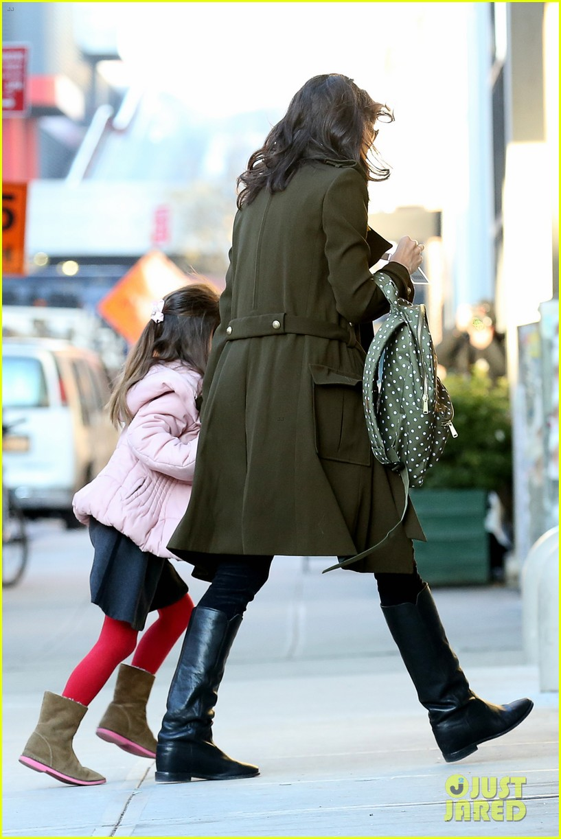katie holmes early morning drop off with suri 073009753