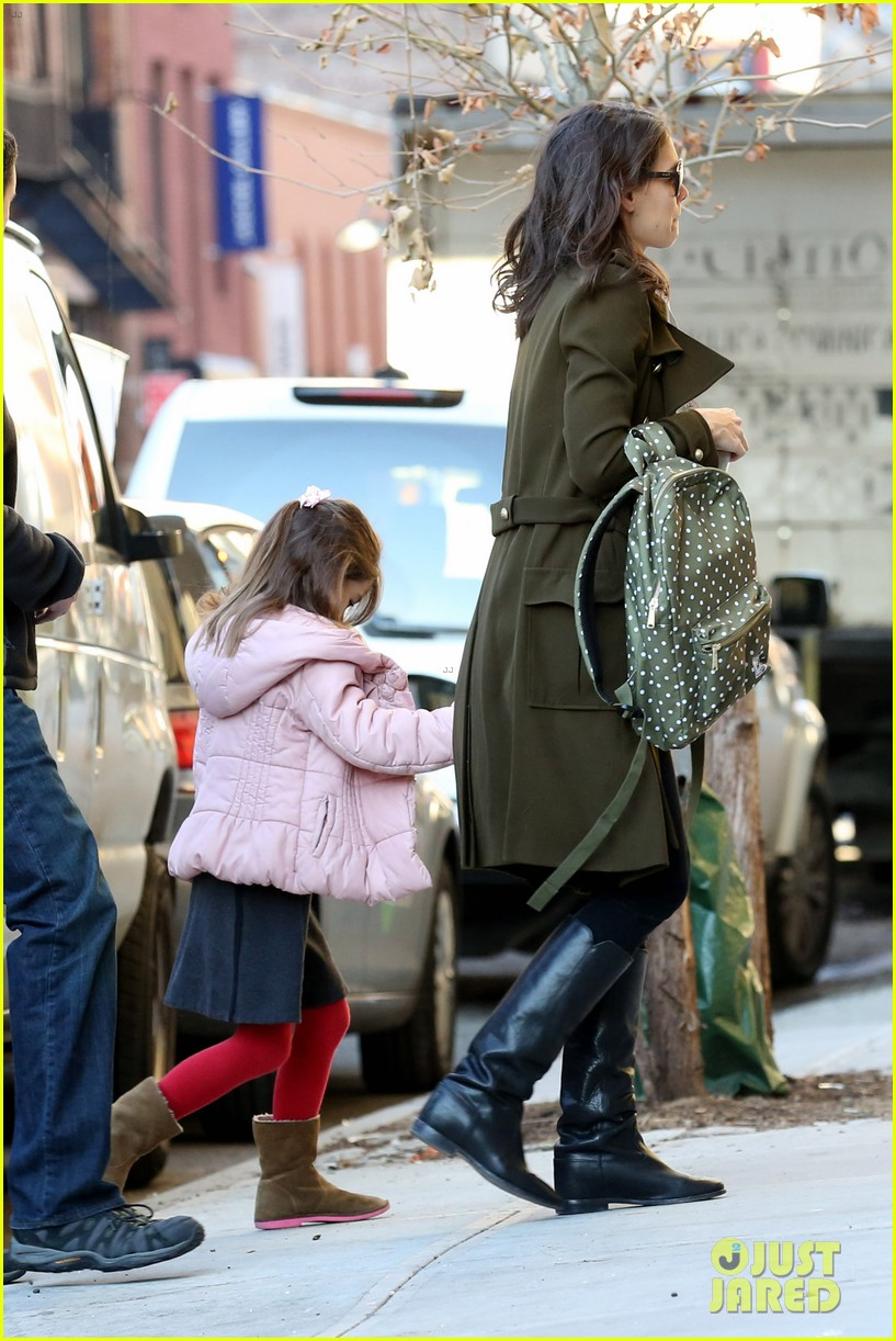 katie holmes early morning drop off with suri 08