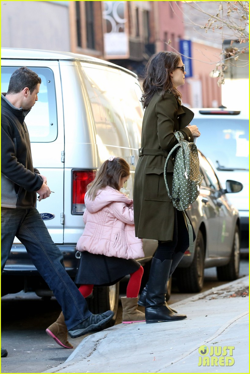 katie holmes early morning drop off with suri 093009755