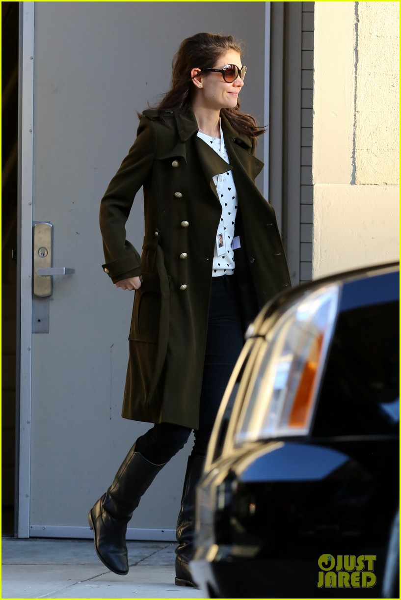 katie holmes early morning drop off with suri 123009758