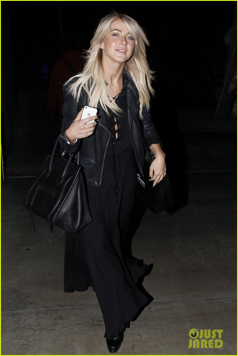 julianne hough beyonces mrs carter world tour viewing party 133004774