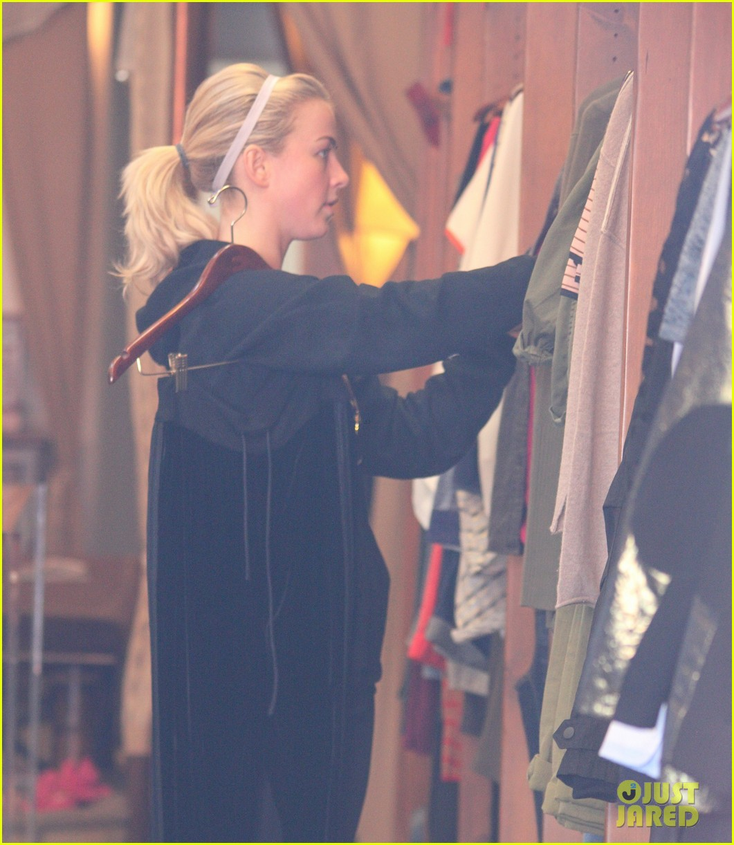 julianne hough gets in some pre new years shopping 043020461