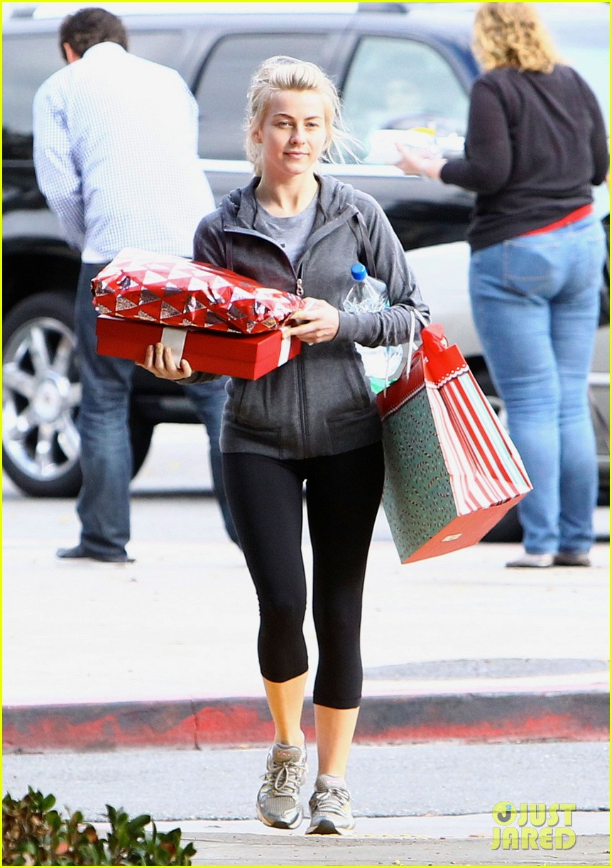 julianne hough is ready for christmas with armful of gifts 013015286