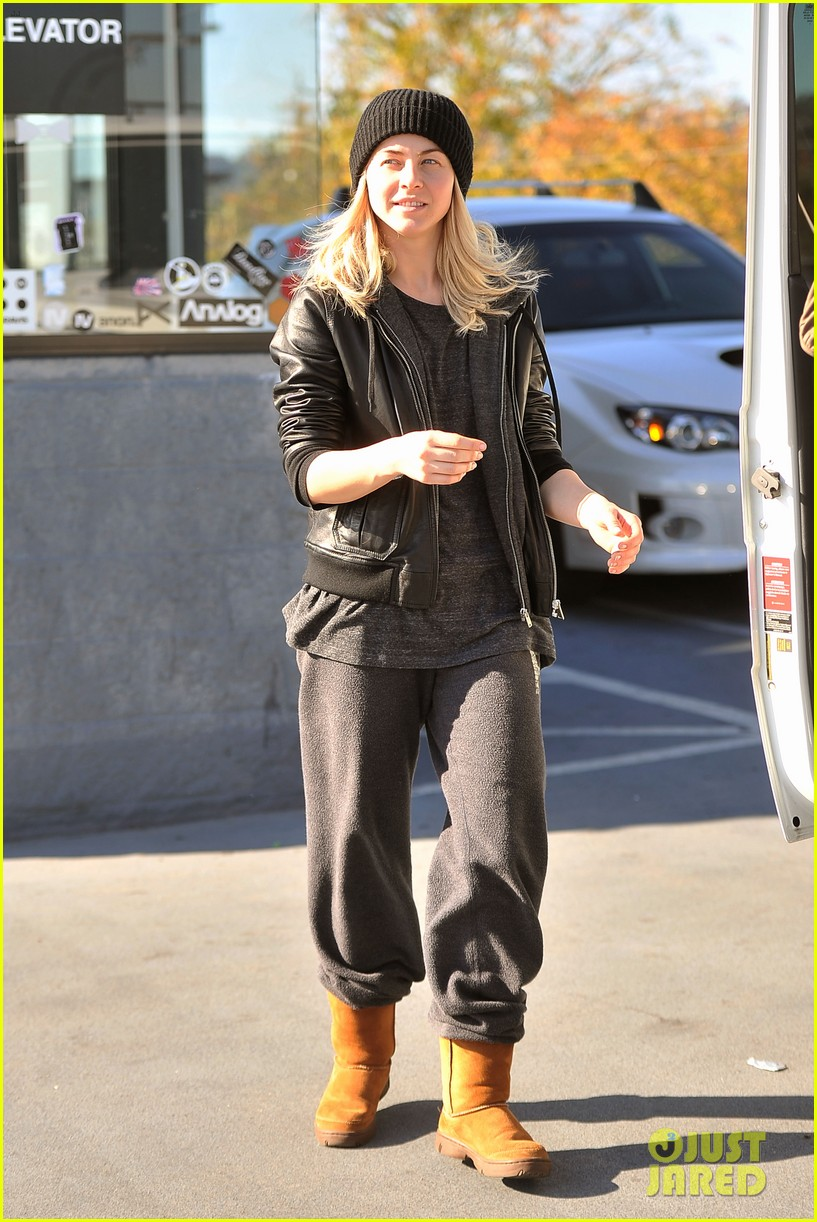 julianne hough goes snowboard shopping with derek 213016102